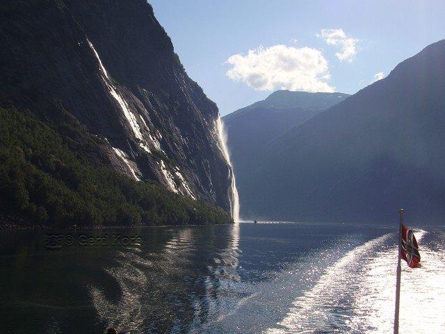Mit dem Schiff durch den Geirangerfjord